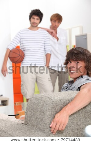 Espera jugar baloncesto pelo estudiantes hombres Foto stock © photography33