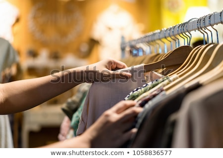 Desconto roupa barato roupa venda mercado Foto stock © trgowanlock