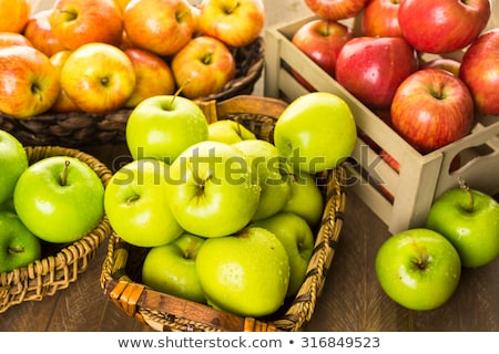 Stock fotó: Kicsi · piros · zöld · alma · közelkép · almafa