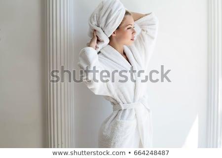 albornoz · cama · blanco · hotel · fondo · habitación - foto stock © candyboxphoto