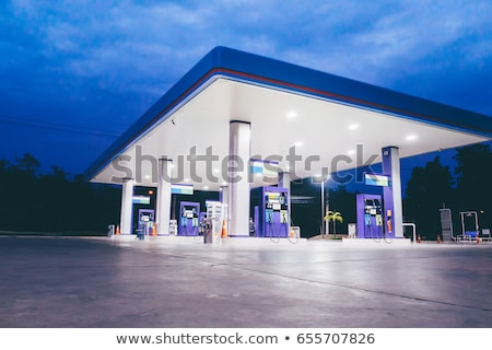 coche · gasolinera · noche · primer · plano · petróleo - foto stock © vlad_star