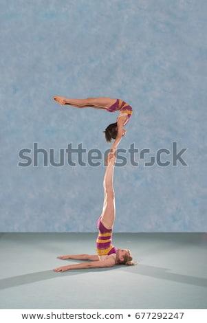 Acrobatisch meisje sport natuur veld Stockfoto © IS2