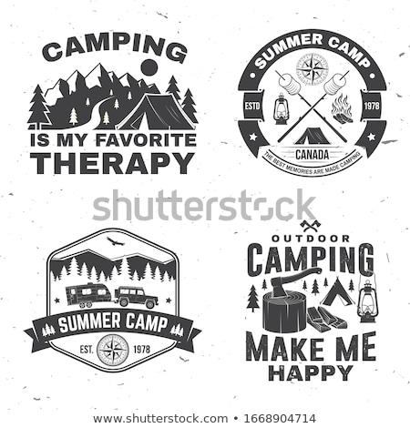 Explorador logotipo acampamento carro pinho Foto stock © JeksonGraphics