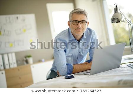 jonge · ingenieur · glimlachend · veiligheidshelm · laptop - stockfoto © nyul
