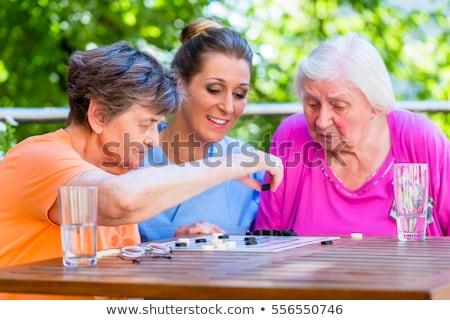 Twee verpleeginrichting spelen bordspel man Stockfoto © Kzenon