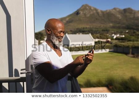 Hátsó nézet boldog idős afroamerikai férfi mobiltelefon Stock fotó © wavebreak_media