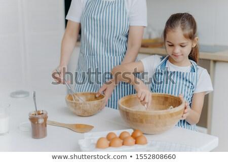 Matka kulinarny lekcja mały dziecko stoją Zdjęcia stock © vkstudio
