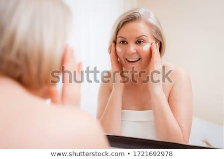 Bastante espelho feliz mulher Foto stock © privilege