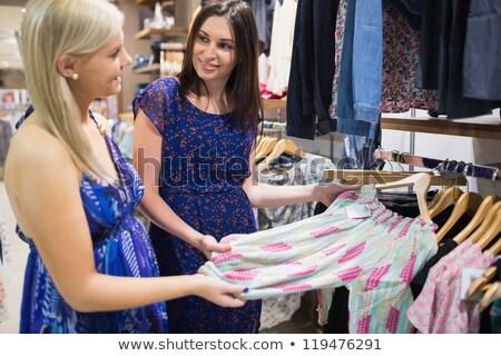 nők · mosolyog · beszél · ruházat · sín · pláza - stock fotó © wavebreak_media