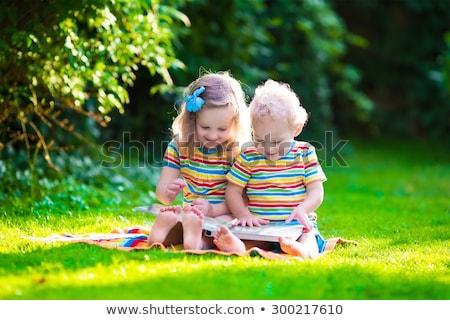 美しい · 双子 · 女の子 · 宿題 · 学校 · ホーム - ストックフォト © lunamarina