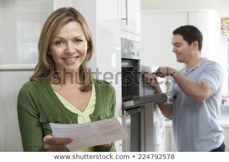 soddisfatto · femminile · cliente · forno · riparazione · bill - foto d'archivio © HighwayStarz