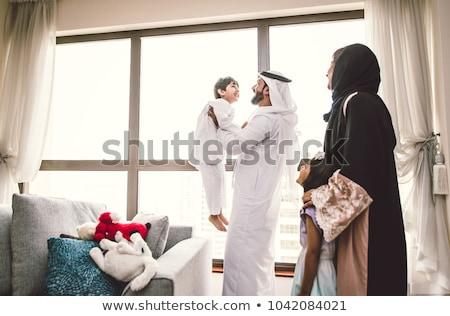 Arabes famille heureux ensemble père mère Photo stock © NikoDzhi