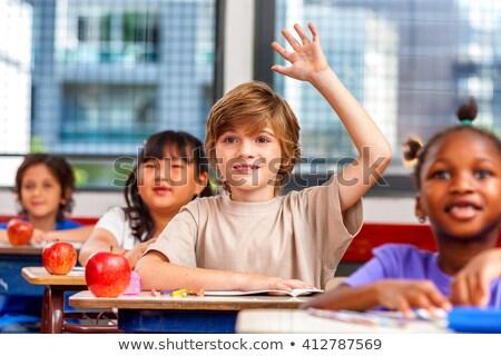 Schooljongen hand klasse onderwijs leraar bureau Stockfoto © IS2