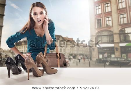 Kadın bakıyor alışveriş pencere gelecek halka Stok fotoğraf © IS2