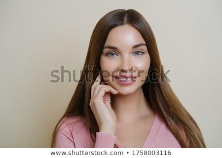 Aanbiddelijk jonge vrouwelijke model glimlacht lang Stockfoto © vkstudio