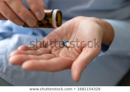 pílulas · branco · saúde · suicídio · metáfora · mão - foto stock © pzaxe