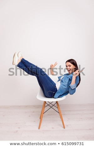 szczęśliwy · młodych · przypadkowy · kobieta · dżinsy · ubrania - zdjęcia stock © feedough