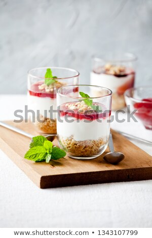 Paar eigengemaakt glas bril strawberry cheesecake vruchten Stockfoto © mpessaris