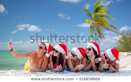 hombre · gafas · de · sol · toma · verano · playa · vacaciones - foto stock © dolgachov