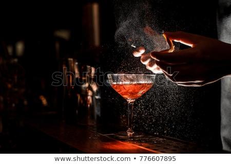 barman · cocktail · selectieve · aandacht · vrienden · bar · werk - stockfoto © lopolo