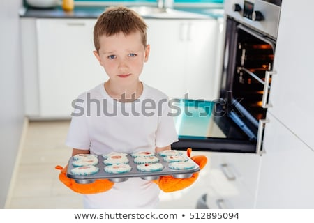 Jongen dienblad muffins home huis Stockfoto © wavebreak_media