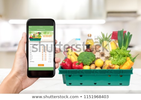Conveniente comestibles compras lista teléfono aplicación Foto stock © AndreyPopov