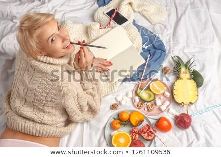 sarışın · kadın · yeme · çilek · parmaklar · portre · seksi - stok fotoğraf © pekour
