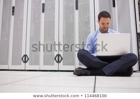 Teknisyen oturma zemin çalışma dizüstü bilgisayar veri merkezi Stok fotoğraf © wavebreak_media