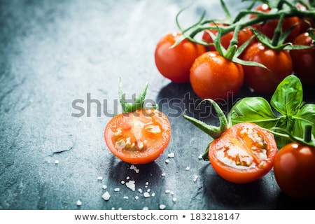 Frescos tomates vid tabla de cortar tomate Foto stock © raphotos
