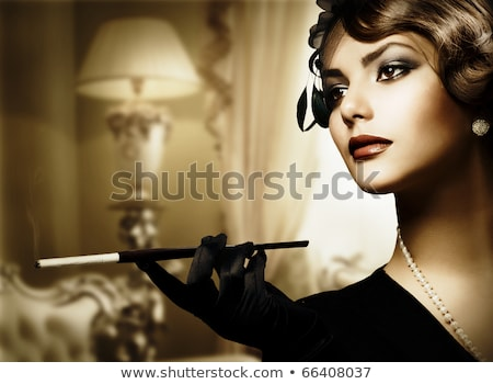 atraente · mulher · jovem · lábios · vermelhos · olhando · de · volta · em · pé - foto stock © nejron