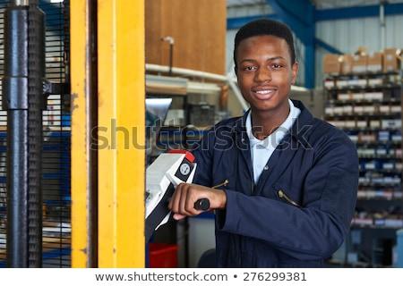 Fabrieksarbeider vork lift laden goederen vrouw Stockfoto © HighwayStarz