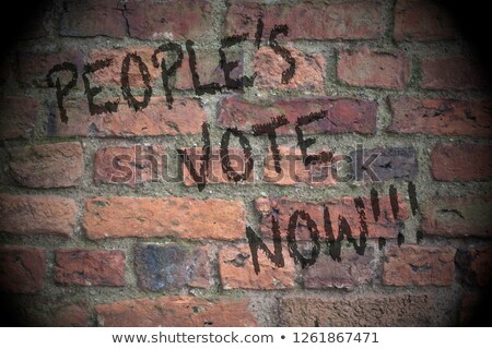 Graffiti murem głosowania teraz ściany farby Zdjęcia stock © Zerbor
