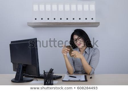 Foto stock: Indiano · empresária · telefone · escritório · ao · ar · livre · fachada