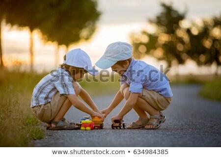 dos · pequeño · hermanos · posando · pelota · sonriendo - foto stock © zurijeta