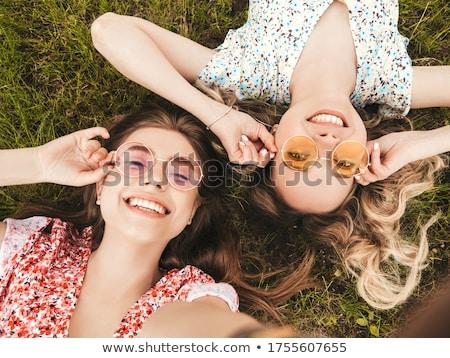 Hermosa sonriendo nina gafas de sol mar costa Foto stock © -Baks-
