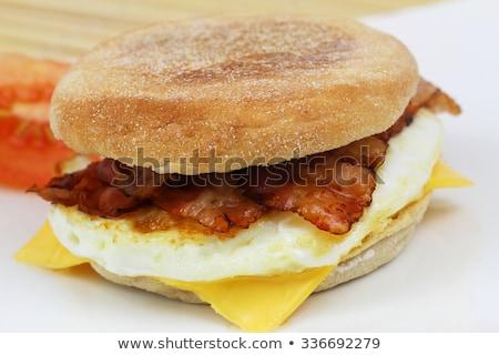 Muffin szalonna tükörtojás tojás asztal kenyér Stock fotó © M-studio