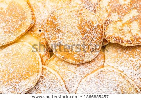 klein · cake · pannenkoeken · room · aardbeien · witte - stockfoto © Melnyk