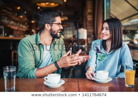 Kochający para posiedzenia Kafejka dating obraz Zdjęcia stock © deandrobot