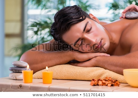 Jonge knappe man spa procedure bloem arts Stockfoto © Elnur