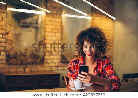 Mulher negra telefone móvel africano americano mulher mensagens Foto stock © diego_cervo
