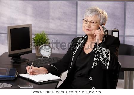 Imprenditrice parlando telefono iscritto organizzatore coffee shop Foto d'archivio © vlad_star