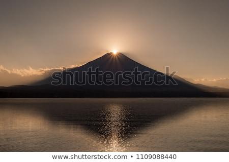 Montana fuji diamantes puesta de sol lago paisaje Foto stock © vichie81