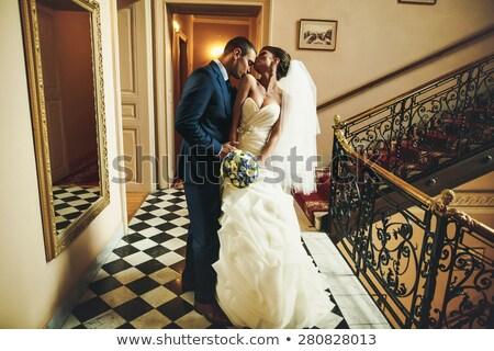 Bruidegom zoenen bruid voorhoofd vrouw Stockfoto © wavebreak_media