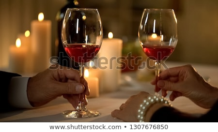 Starszy kobieta tabeli kieliszek wina Zdjęcia stock © IS2