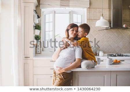 Feliz grávida mãe filho casa Foto stock © dolgachov