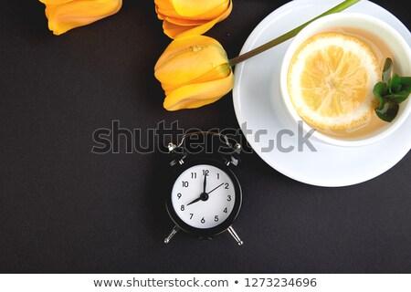 preto · despertador · buquê · amarelo · tulipas · copo - foto stock © Illia