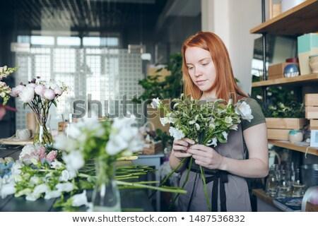 váza · virágok · áll · kicsi · asztal · gyönyörű - stock fotó © pressmaster
