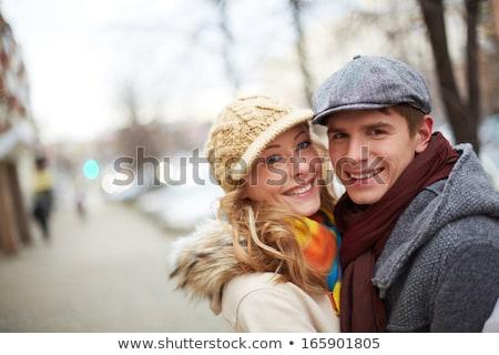 Imagine afectuos cuplu parc sezonul de iarna femeie Imagine de stoc © Lopolo