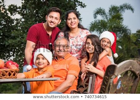 portrait · famille · heureuse · permanent · parc · arbre · homme - photo stock © get4net