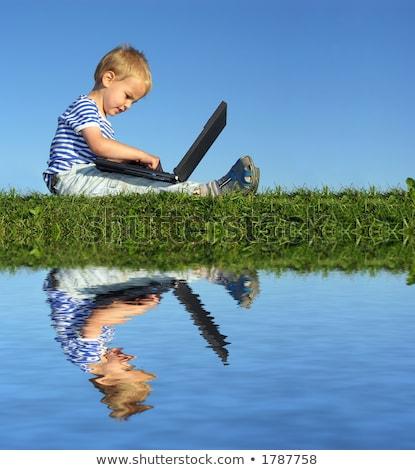 Foto stock: Nino · cuaderno · sentarse · cielo · azul · negocios · tecnología
